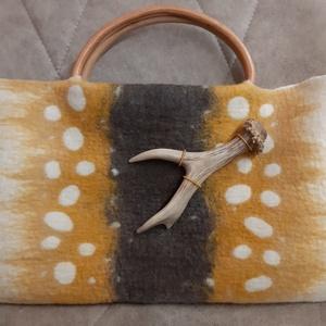 Bambi gyapjú táska, Táska & Tok, Kézitáska & válltáska, Kézitáska, Nemezelés, A táska 100% gyapjú felhasználásával készült, és egy őzike agancs ihlette :). A füle bambuszból kész..., Meska