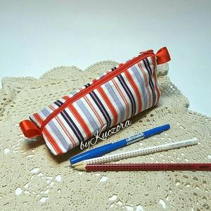 Tolltartó - piros-fehér-kék tengerész csíkos, Táska, Táska, Divat & Szépség, Neszesszer, Pénztárca, tok, tárca, Újrahasznosított alapanyagból készült termékek, Varrás, Textilből készült tolltartó, de akár pipere holmi tárolására is alkalmas.\n\nBélelt, tartást adó vetex..., Meska