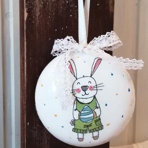 Húsvéti dísz , Otthon & lakás, Dekoráció, Ünnepi dekoráció, Húsvéti díszek, Decoupage, transzfer és szalvétatechnika, 9 cm átmérőjű műanyag lencse alakú húsvéti dísz.\nA rendbontás kedvéért nem tojás...\nDecoupage techni..., Meska