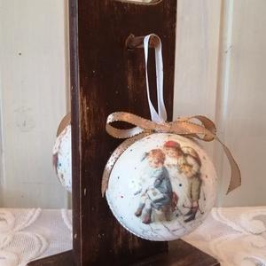 Húsvéti vintage gömbök , Otthon & lakás, Dekoráció, Ünnepi dekoráció, Húsvéti díszek, Decoupage, transzfer és szalvétatechnika, Kb 8 cm átmérőjű műanyag gömb, akasztható húsvéti dísz.\nA rendbontás kedvéért nem tojás...\nDecoupage..., Meska