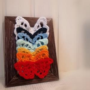 Csakra Pillangók , Otthon & Lakás, Dekoráció, Kép & Falikép, Horgolás, A csakrák színeihez igazodva horgoltam ezeket a pillangóknak. \nA kép mérete 15x20 cm.\n\n, Meska
