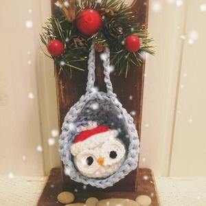 Karácsonyi kopogtató , Otthon & Lakás, Dekoráció, Ajtódísz & Kopogtató, Horgolás, Karácsonyi ajtódísz.\nIgény szerinti színben és figurákkal készítem. \n12cm \n\n, Meska