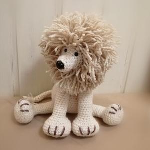Amigurumi Oroszlán , Játék & Gyerek, Plüssállat & Játékfigura, Ez az oroszlán állat ülve 20 magas. A sörény több 100 egyesével hurkolt fonal. A teste bézs.  Bizton..., Meska
