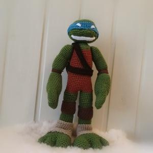 Tini nindzsa Teknőc , Játék & Gyerek, Plüssállat & Játékfigura, Ez a horgolt Leonardo 35 cm magas. Eredetileg egy barátom kisfiának készült. Mivel mintám nem volt h..., Meska