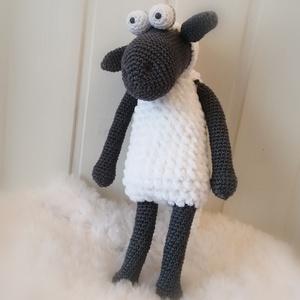 Shaun a bárány, Játék & Gyerek, Plüssállat & Játékfigura, Kb 30 cm-es horgolt figura. Főnök ő a birkák között, ő a nyáj esze... , Meska