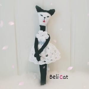 Cica BeliCat, Játék & Gyerek, Plüssállat & Játékfigura, Cica, Belicat a saját márkám. Ő egy csinos macskalány, ruhája csipkemintával készült, teteje virág, 20 cm ..., Meska