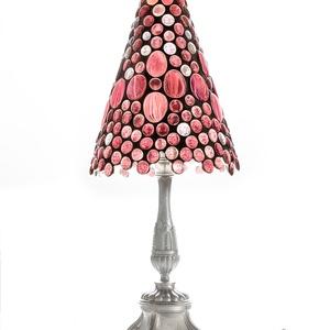 """""""Gyöngyfényes"""" tiffany lámpa - lila árnyalatokkal, Művészet, Más művészeti ág, Tiffany technikával és sok-sok üveglencséből készítettem ezt az asztali lámpát. Talpa ón-bronz ötvöz..., Meska"""