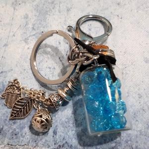 Kék gyöngyös mini palackos kulcstartó, Kulcstartó szekrény, Bútor, Otthon & Lakás, Ékszerkészítés, Gyönyörű függő dísszel dekorált parafa dugós mini palackos kulcstartó, amely szép kék gyöngyökkel va..., Meska