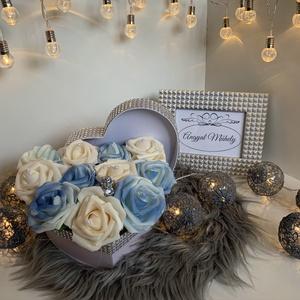 Szív alakú VirágBox, Csokor & Virágdísz, Dekoráció, Otthon & Lakás, Virágkötés, Minden Boxot egyedileg tervezek, két egyforma még nem készült :) Legfőbb inspirációimat a szerelem, ..., Meska