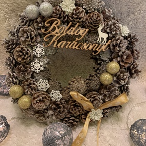 Kopogtató, Karácsony & Mikulás, Karácsonyi kopogtató, Virágkötés, Szalma alapon, tobozokból készült kopogtató.  Ezüst és arany díszekkel, illetve hópihékkel díszített..., Meska