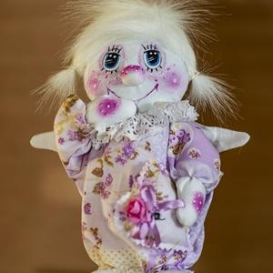 Angyal lány (lehet  fiú is), Játék & Gyerek, Ember, Plüssállat & Játékfigura, Az angyal saját tervezés alapján készült. Vászonból vart . Puha vatelinnel tömtem ki a testét. Az ar..., Meska