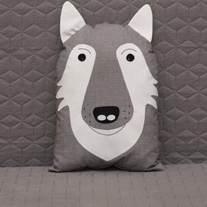 Farkas formájú párna., Otthon & Lakás, Lakástextil, Párna & Párnahuzat, Baba-és bábkészítés, Varrás, Anyaga 100% pamutvászon , töltete poliészter töltőanyag. A termék 30 fokon mosógépen mosható, gőz né..., Meska