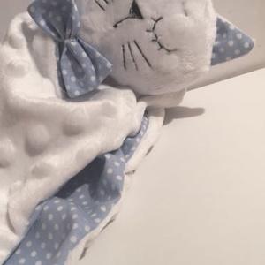 Cica Szundikendő. Textil cica, Alvóka & Rongyi, 3 éves kor alattiaknak, Játék & Gyerek, Baba-és bábkészítés, Varrás, A legkisebbek számára készítettem. Teljesen gyermekbiztos lerágható alkatrész nincs rajta. Mosható.\n..., Meska