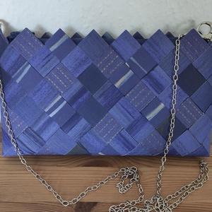 Kék elegáns táska újrahasznosított papírból, Táska & Tok, Kézitáska & válltáska, Vállon átvethető táska, Kézzel készült, egyedi  oldal táska.  Vízálló tapétából készült hajtogatással. A tapéta mintája bőr-..., Meska