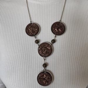 Csokibarna kávékapszula nyaklánc, Ékszer, Nyaklánc, Y nyaklánc, Kávékapszulából készült nyaklánc fémgolyókkal díszítve. Hossza lánccal együtt 36 cm. Újrahasznosítot..., Meska