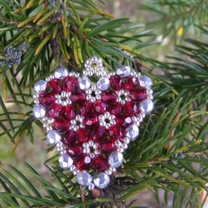 Szivecske 2 - Bordó, ezüst karácsonyfadísz, Dekoráció, Otthon & lakás, Ünnepi dekoráció, Karácsony, Karácsonyfadísz, Gyöngyfűzés, gyöngyhímzés, Bordó és ezüst gyöngyökből (igényes cseh csiszolt gyöngyök mind!!!) készült szív alakú karácsonyfadí..., Meska