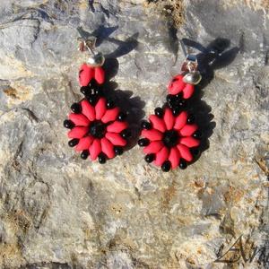 Kisvirág - fekete - piros gyöngy fülbevaló, Ékszer, Fülbevaló, Gyöngyfűzés, gyöngyhímzés, Ékszerkészítés, Meska