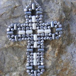 Szerzetes kereszt - gyöngy kereszt bézs, bronz, Ékszer, Medálos nyaklánc, Nyaklánc, Gyöngyfűzés, gyöngyhímzés, Ékszerkészítés, Meska