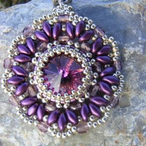 Orgonalila elegancia - lila- ezüst gyöngymedál, Ékszer, Medálos nyaklánc, Nyaklánc, Ékszerkészítés, Gyöngyfűzés, gyöngyhímzés, Meska