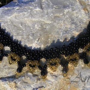 Aranyszívű - Szív mintás arany - fekete gyöngynyaklánc, Nyakpánt, gallér, Nyaklánc, Ékszer, Ékszerkészítés, Gyöngyfűzés, gyöngyhímzés, Keskenyebb ukrán gallér, nem a szokásos mintával és színekben. A fekete alapot aranysárga szívecskék..., Meska