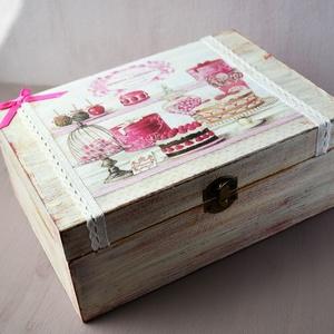 Teás doboz süti mintával, Otthon & Lakás, Tárolás & Rendszerezés, Doboz, Decoupage, transzfer és szalvétatechnika, Decoupage technikával díszített fa teás doboz, 6 fakkos. Vintage hangulatú, koptatott doboz, mely kí..., Meska
