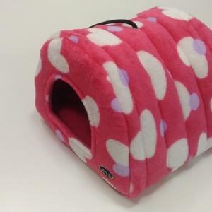 Házikó - pink-szivecskés mintával, Cicáknak & Macskáknak, Kisállatoknak, Otthon & Lakás, Varrás, Plüss külsőrésszel és polár belső résszel vatelin béléssel készült bújó, kivehető párnával. A párna ..., Meska