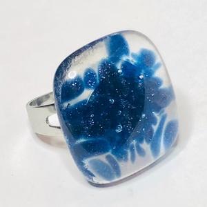 Aventurin, Ékszer, Gyűrű, Üvegművészet, Négyzet formájú, többrétegű üveg összeolvasztásával készülő egyedi termék. Mérete~2x2 cm, állítható ..., Meska