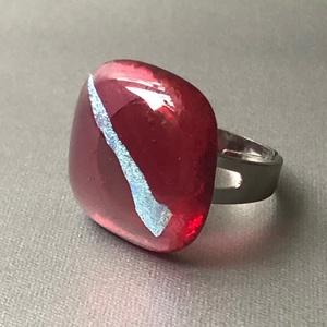 Bíbor-türkiz gyűrű, Ékszer, Gyűrű, Üvegművészet, Négyzet formájú, többrétegűminőségi üveg összeolvasztásával készülő egyedi termék. Mérete~2x2 cm, ál..., Meska