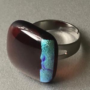 Türkiz csíkos bíbor gyűrű, Ékszer, Gyűrű, Ékszerkészítés, Üvegművészet, Négyzet formájú, többrétegűminőségi üveg összeolvasztásával készülő egyedi termék. Mérete~2x2 cm, ál..., Meska