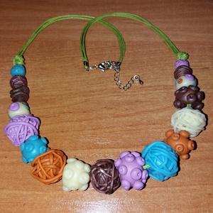 színes bogyós nyakláncok, Bogyós nyaklánc, Nyaklánc, Ékszer, Gyurma, süthető gyurmából készült bogyós nyakláncok. Mérete 50-60 cm, de ez igény szerint variálható. Bármil..., Meska