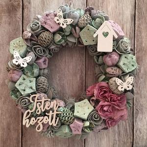 Menta-lila ajtódísz, kopogtató, Otthon & lakás, Lakberendezés, Ajtódísz, kopogtató, Koszorú, Dekoráció, Dísz, Virágkötés, Egy 20 cm-s szalma alapot menta szaténszalaggal vontam be és menta-lila színvilágú termésekkel, sely..., Meska