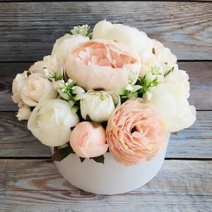 Elegáns, kerek virágdoboz élethű, prémium minőségű selyemvirágokból, több méretben, Otthon & lakás, Dekoráció, Csokor, Ünnepi dekoráció, Ballagás, Dísz, Virágkötés, Elegáns, kerek virágdoboz élethű, prémium minőségű selyemvirágokból, születésnapra, névnapra, ballag..., Meska