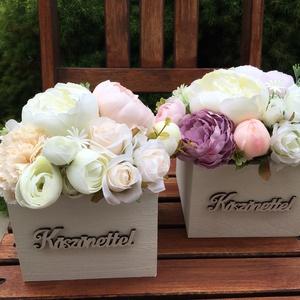 Virágdoboz élethű, prémium minőségű selyemvirágokból , Otthon & lakás, Dekoráció, Csokor, Ünnepi dekoráció, Ballagás, Dísz, Virágkötés, Virágdoboz selyemvirágokból natúr fadobozban. Születésnapra, névnapra, évfordulóra, köszönetajándékn..., Meska