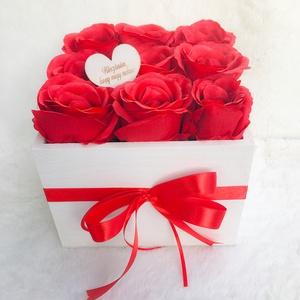 Rózsadoboz élethű selyemvirágokból Valentin-napra, Otthon & Lakás, Dekoráció, Csokor & Virágdísz, Virágkötés, Élethű, prémium minőségű selyemvirágokból készült rózsadoboz Valentin-napra, évfordulóra, születésna..., Meska