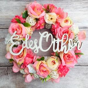 Tavaszváró kopogtató rózsaszín, krém és fehér virágokkal, Otthon & Lakás, Dekoráció, Ajtódísz & Kopogtató, Virágkötés, Szaténszalaggal bevont hungarocell alapra készült virágos kopogtató.\nMérete kb 23 cm.\nTöbbféle felir..., Meska