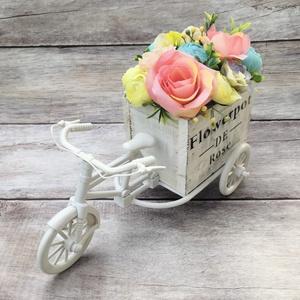 Virágos tricikli (tavaszi dekoráció), Otthon & Lakás, Dekoráció, Csokor & Virágdísz, Virágkötés, Vintage stílusú tricikli csodás tavaszi virágokkal (élethű selyemvirágok) megpakolva. Lakásdekoráció..., Meska