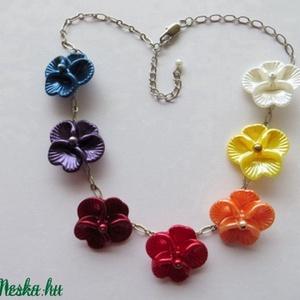 Árvácskás nyaklánc, Ékszer, Nyaklánc, Ékszerkészítés, Ezt a színes könnyű nyakláncot műanyag gyöngyházfényű virágokból, teklagyöngyökből és platina színű ..., Meska