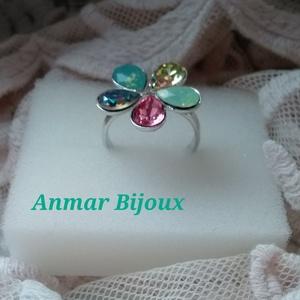 Virág gyűrű, Ékszer, Gyűrű, Figurális gyűrű, Ékszerkészítés, Az állítható gyűrű rhodiumozott gyűrűalapból és Swarovski cseppekből készült.\nA szirmok mérete 8 mm...., Meska