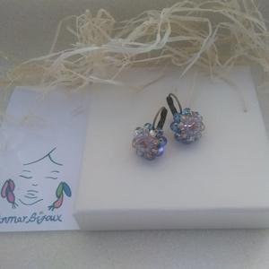 Kék virág fülbevaló, Ékszer, Fülbevaló, Gyöngyfűzés, gyöngyhímzés, Ékszerkészítés, A fülbevaló vörösréz színű fülbevaló alapból,Swarovski rivoliból és gyöngyökből gyöngyfűzéssel készü..., Meska