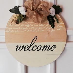 Welcome ajtódísz, Ajtódísz & Kopogtató, Dekoráció, Otthon & Lakás, Festett tárgyak, Virágkötés, Fa lapra készített welcome feliratú ajtódísz.\nMéret: 30 cm, Meska