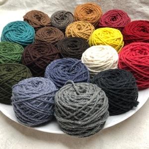 Magyar gyapjú fonal , Fonal, cérna, Gyapjúfonal, 100 % gyapjú fonalak különböző színekben. Ttex:~400  (Nm: ~2,5)  3 ágú, jól használható a normál mér..., Meska