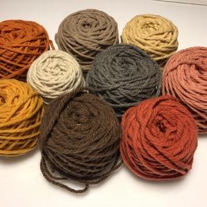 Magyar gyapjúfonal különféle színekben, Fonal, cérna, Gyapjúfonal, 100 % gyapjú fonalak különböző színekben. Ttex:~400  (Nm: ~2,5)  3 ágú, jól használható a normál mér..., Meska