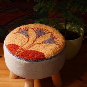 Lótusz virágos ülőke, kisszék, Otthon & lakás, Bútor, Szék, fotel, Egyéb, Furcsaságok, Pad, Hímzés, Mindenmás, A kisszék ülőfelületén a minta punch needle technikával, gyapjúfonallal készült. A mintát sajátkezűl..., Meska