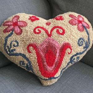 Testet-lelket melengető szív alakú párna, Otthon & Lakás, Lakástextil, Párna & Párnahuzat, Hímzés, Mindenmás, Meska
