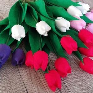 Textil tulipán, Csokor & Virágdísz, Dekoráció, Otthon & Lakás, Varrás, Textil tulipánok, szabadon választható színekben. Mérete kb 25-30cm. A képen látható 22 szálat tarta..., Meska