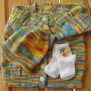 Sárga-kék melírozott kardigán-sapka szett kislányoknak, Táska, Divat & Szépség, Gyerekruha, Ruha, divat, Gyerek & játék, Gyerek (1-10 év), Kötés, Kötött, négyzetmintás kardigán hozzáillő sapkával Baby fonalból, sárga-narancs-kék-zöld színekben. A..., Meska