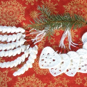 Horgolt fehér-piros karácsonyi szett, spirálmintás és szív alakú dísszel, Karácsonyi, adventi apróságok, Karácsonyfadísz, Karácsonyi dekoráció, Horgolás, 12 darabból álló karácsonyi dísz szett, mellyel fenyőágat, ünnepi asztalt, ablakot díszíthetünk. A ..., Meska