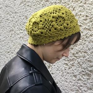 Horgolt sapka patchwork stílusban bogyós mintával zöldes színben (annavarga) - Meska.hu
