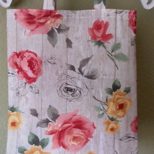 Rózsás bevásárló szatyor, Shopper, textiltáska, szatyor, Bevásárlás & Shopper táska, Táska & Tok, Varrás,  Bútorvászonból készült bevásárlószatyor, kellemes színű rózsákkal mintázott anyagból.\nMérete .\n    ..., Meska