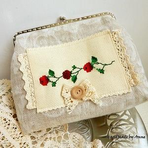 Vintage rózsák - hímzett kézitáska, csatos tárca, táska (annetextil) - Meska.hu